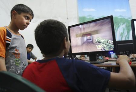 Trẻ xem TV chơi máy tính nhiều dễ bị bệnh tim